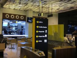 تصميم ديكور مطعم على شكل مطار